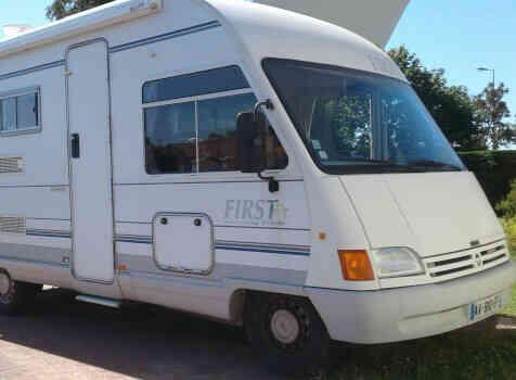 camping-car PILOTE FIRST  extérieur / arrière
